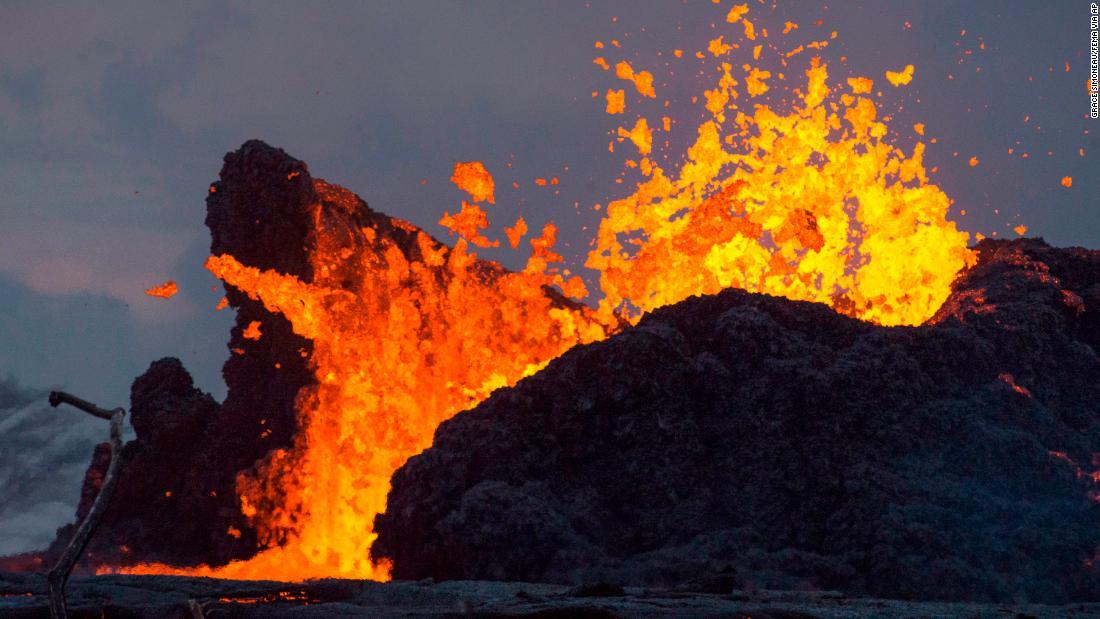 180526015436-01-hawaii-volcano-lava-0525-super-tease